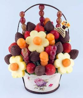 https://www.edibleblossoms.co.uk/product/berry-celebration-with-chocolate-dip/